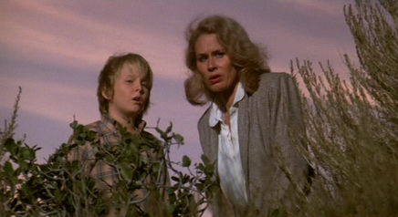 Invaders from Mars (1986) - Hunter Carson, Karen Black